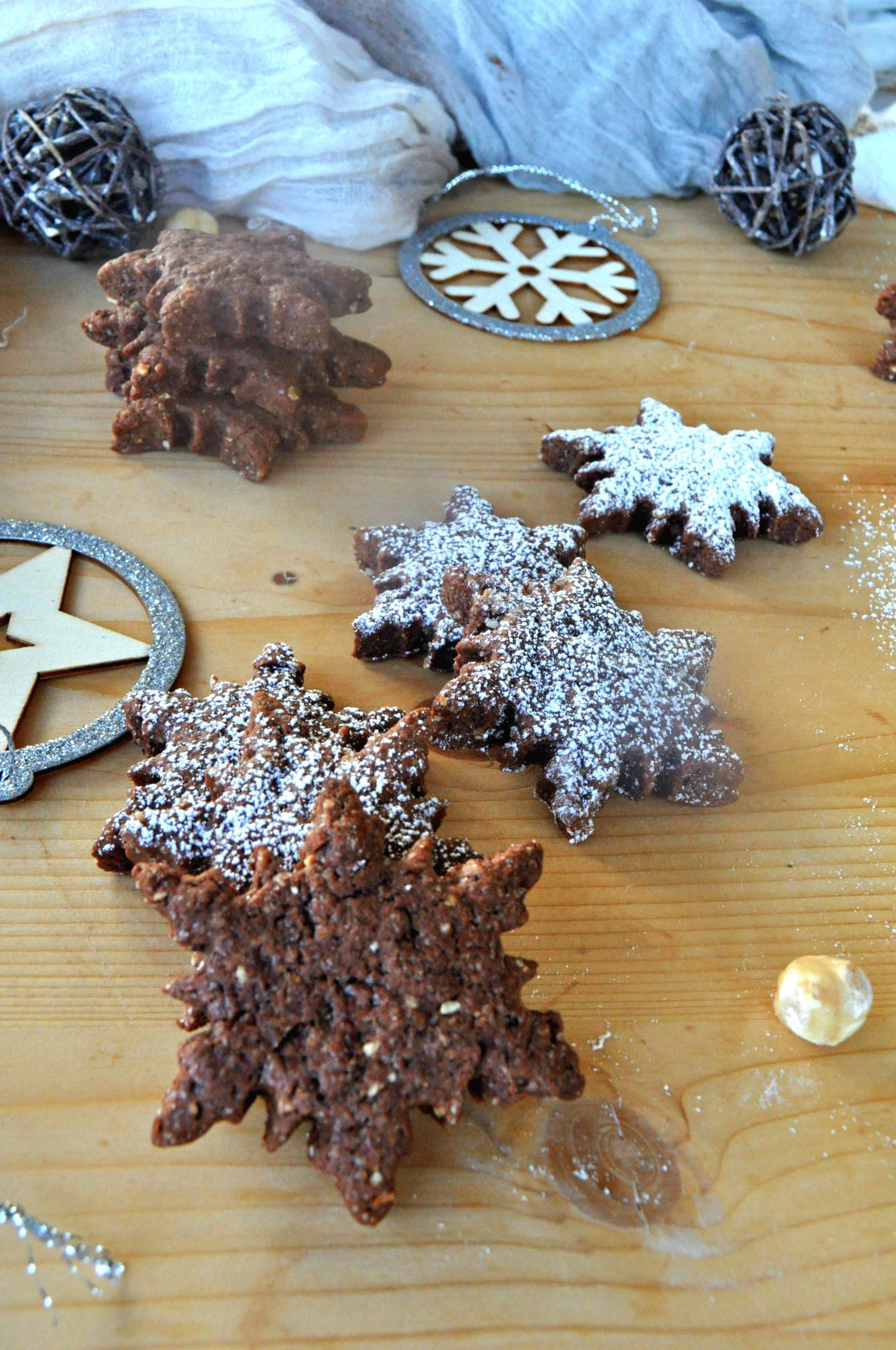 Biscotti stella al cacao senza uova