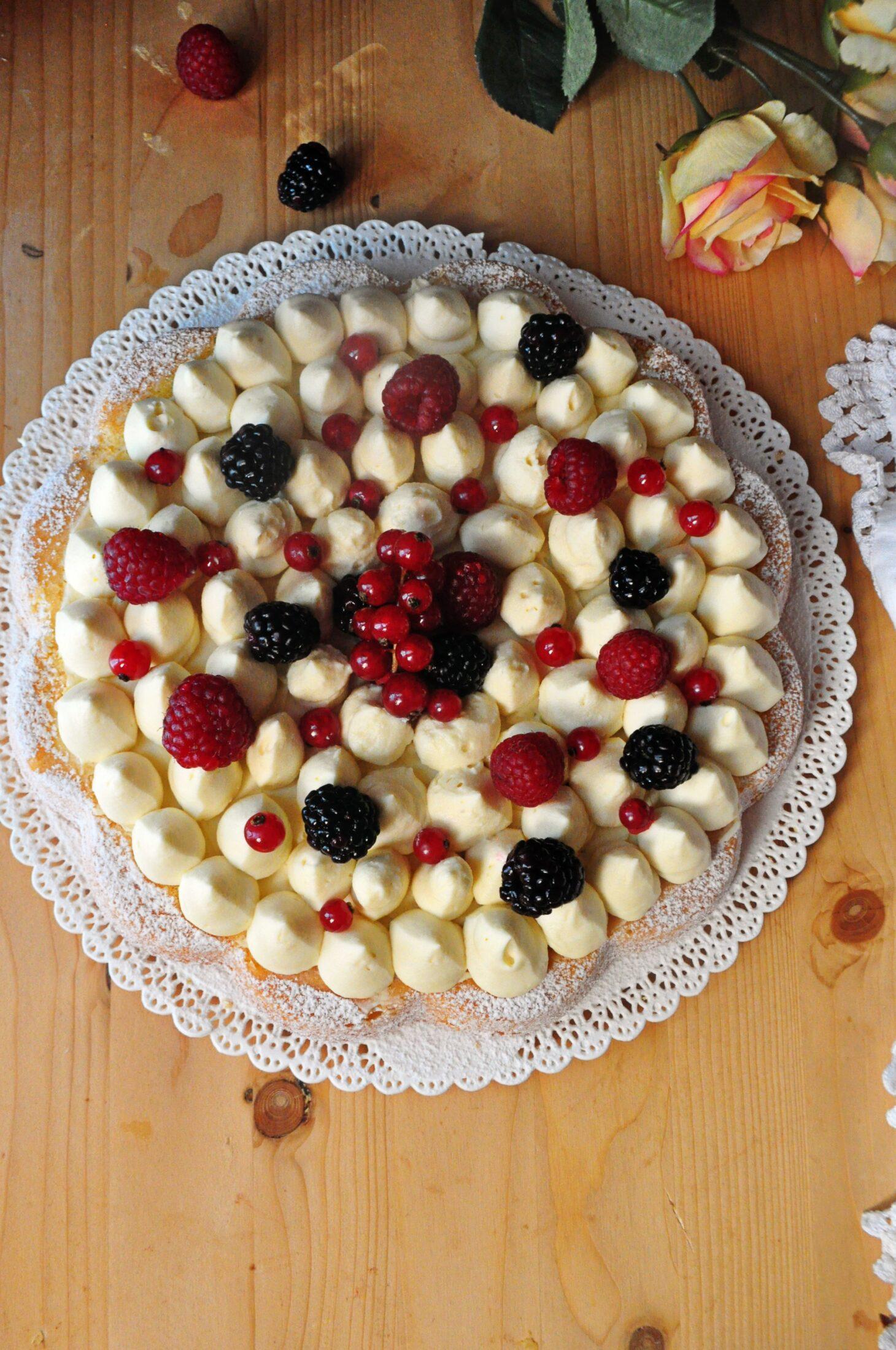 Crostata morbida crema e frutti rossi