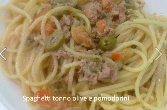 Spaghetti tonno, olive, pomodorini
