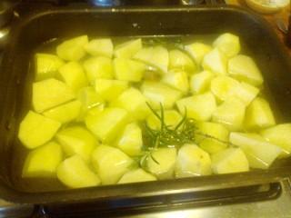 Würstel e patate al forno
