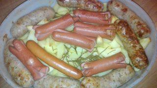 Patate al forno con salsiccia e wurstel