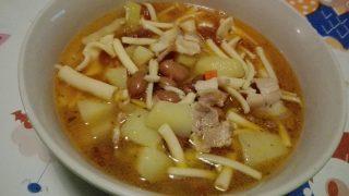 Zuppa di patate e fagioli borlotti