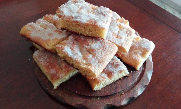 Focaccia tedesca dolce al burro e zucchero
