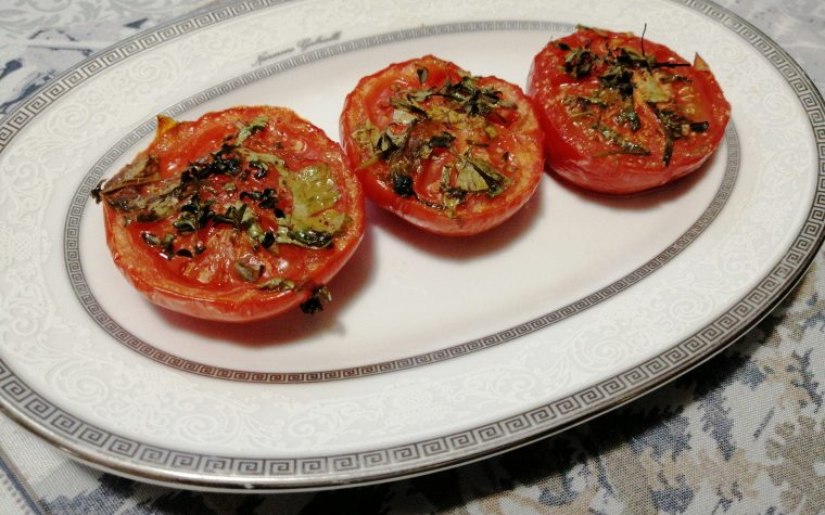 Pomodori al forno alle erbe aromatiche