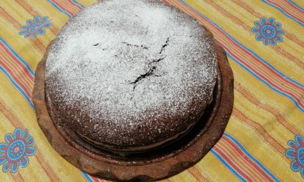 Torta al cioccolato con panna