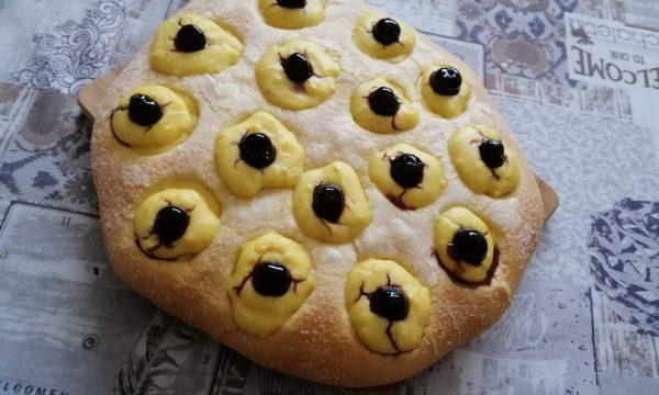 Focaccia dolce con crema pasticcera