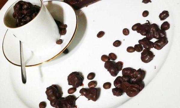 CHICCHI DI CAFFÈ RICOPERTI DI CIOCCOLATO EXTRA FONDENTE