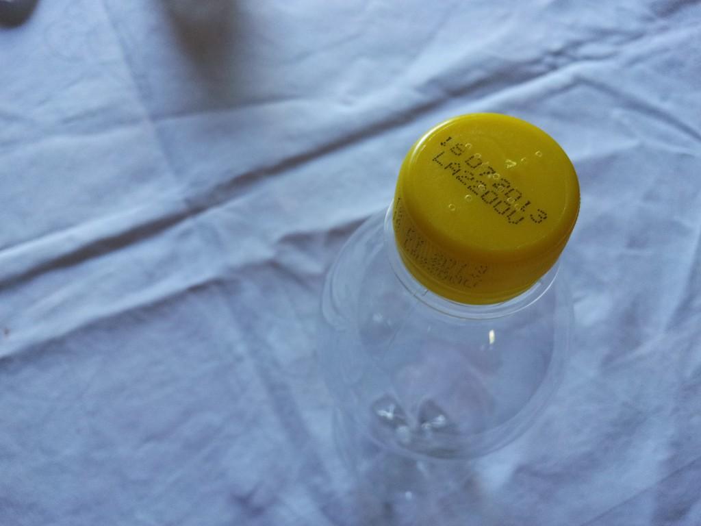 Riciclo bottiglietta di plastica