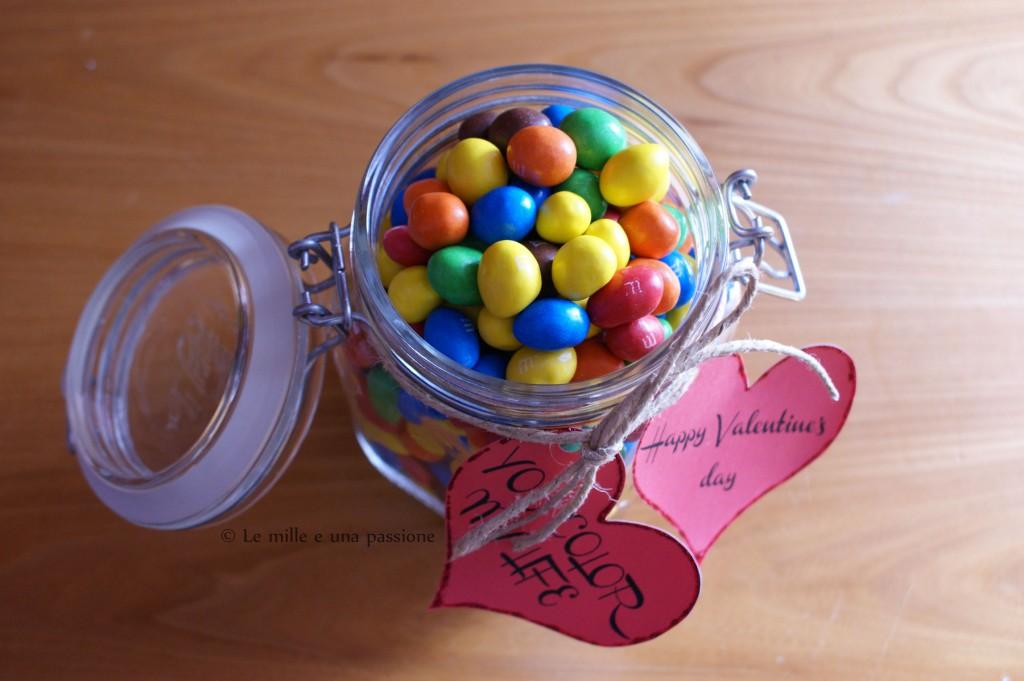 Barattolo con confetti di cioccolato per San Valentino