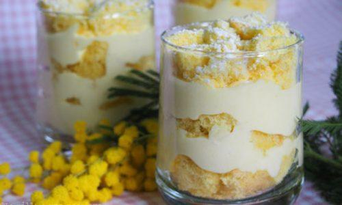 Torta mimosa in bicchiere