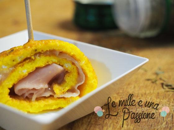 Rotolino di frittata con prosciutto e provola servito su piattino fingerfood poloplast