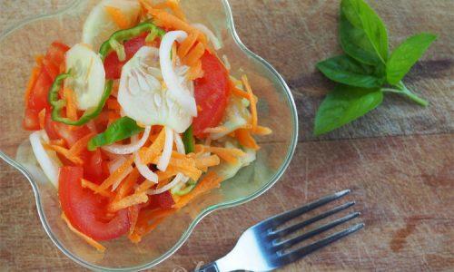 Insalatona di carote e cetrioli