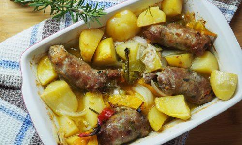 Peperoni con patate e salsiccia