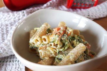Pasta con zucchine e fiori di zucca