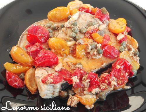 Pesce Spada con pomodorini rossi e gialli, capperi e pinoli