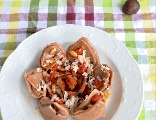 Cappellacci con farina di castagne ripieni di squacquerone e pomodori secchi alla mediterranea