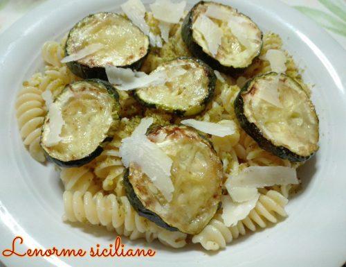 Fusilli con zucchine fritte e granella di pistacchio