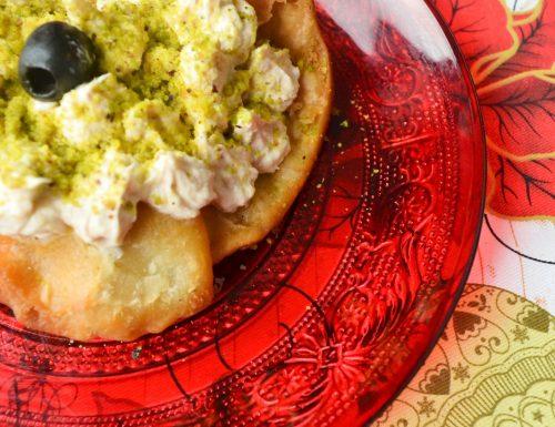 Letto croccante per la mousse di tonno e… coperta al pistacchio