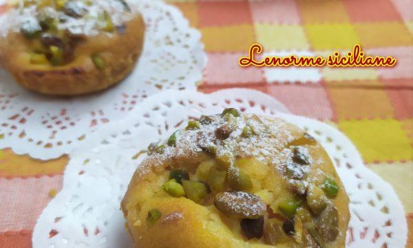 Tortine di albicocche e pistacchi