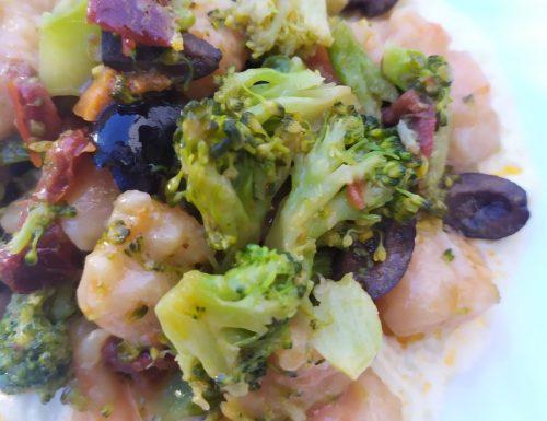 Gnocchi di zucca con broccoli, pomodori secchi, olive nere su salsa di stracchino
