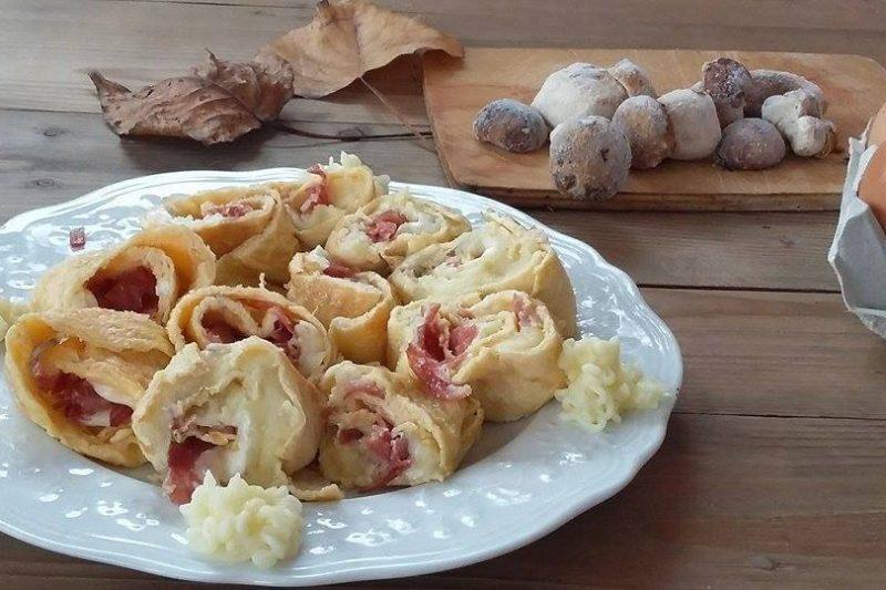 Rotolo di frittata ripieno con patate e porcini