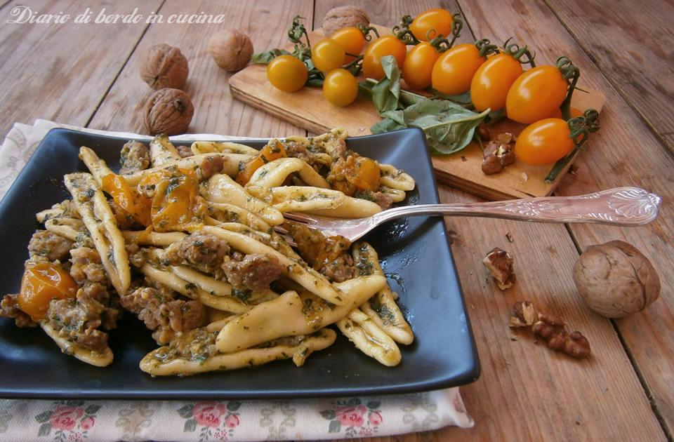 Cortecce con datterino giallo salsiccia e noci for Sinonimo di veloce