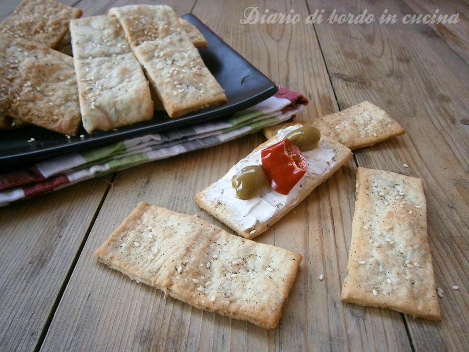 Cracker al sesamo con esubero lievito madre