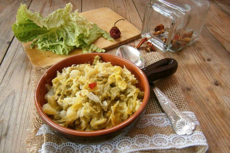 Verza stufata con patate e piselli