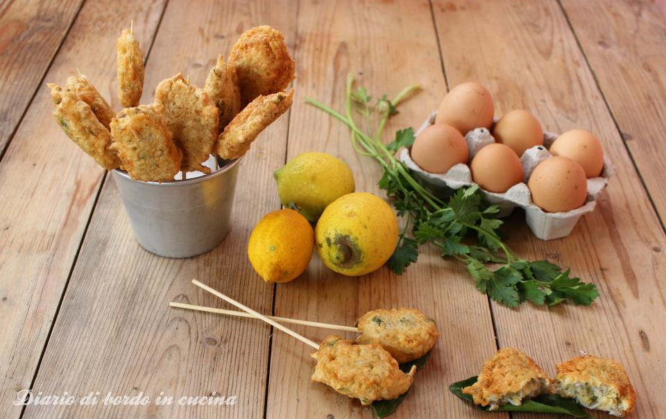 Frittelle di bianchetti (pizzell e ciacianiell)profumate al limone
