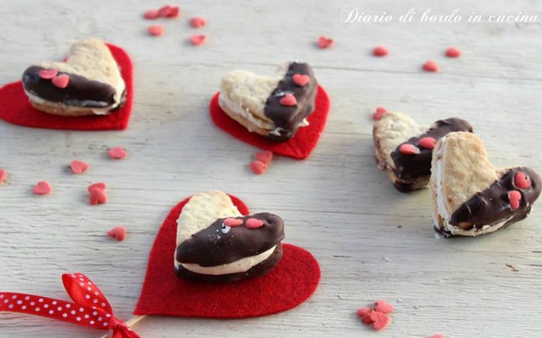 Biscotti cuore alla crema di nocciole