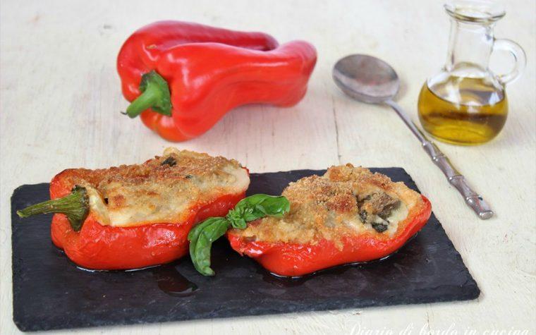 Peperoni ripieni con salsiccia e patate