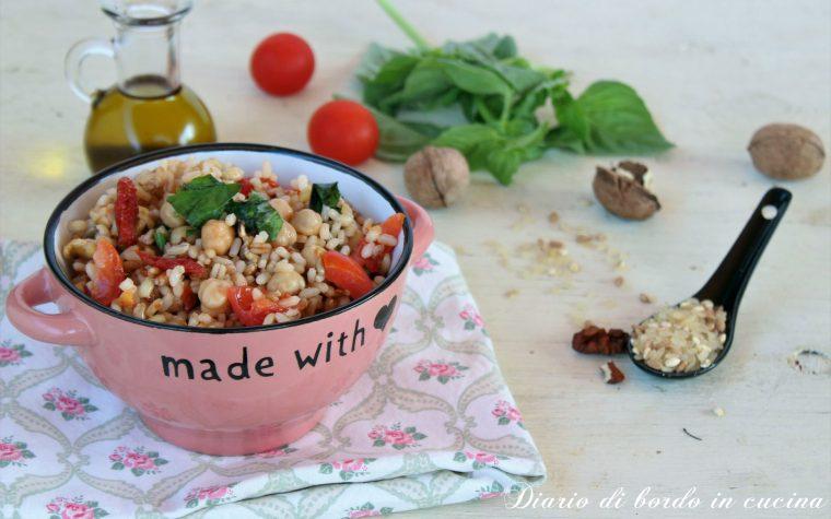 Insalata di cereali con ceci pomodorini e noci