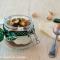 Mousse allo yogurt con pistacchio e muesli al cioccolato fondente