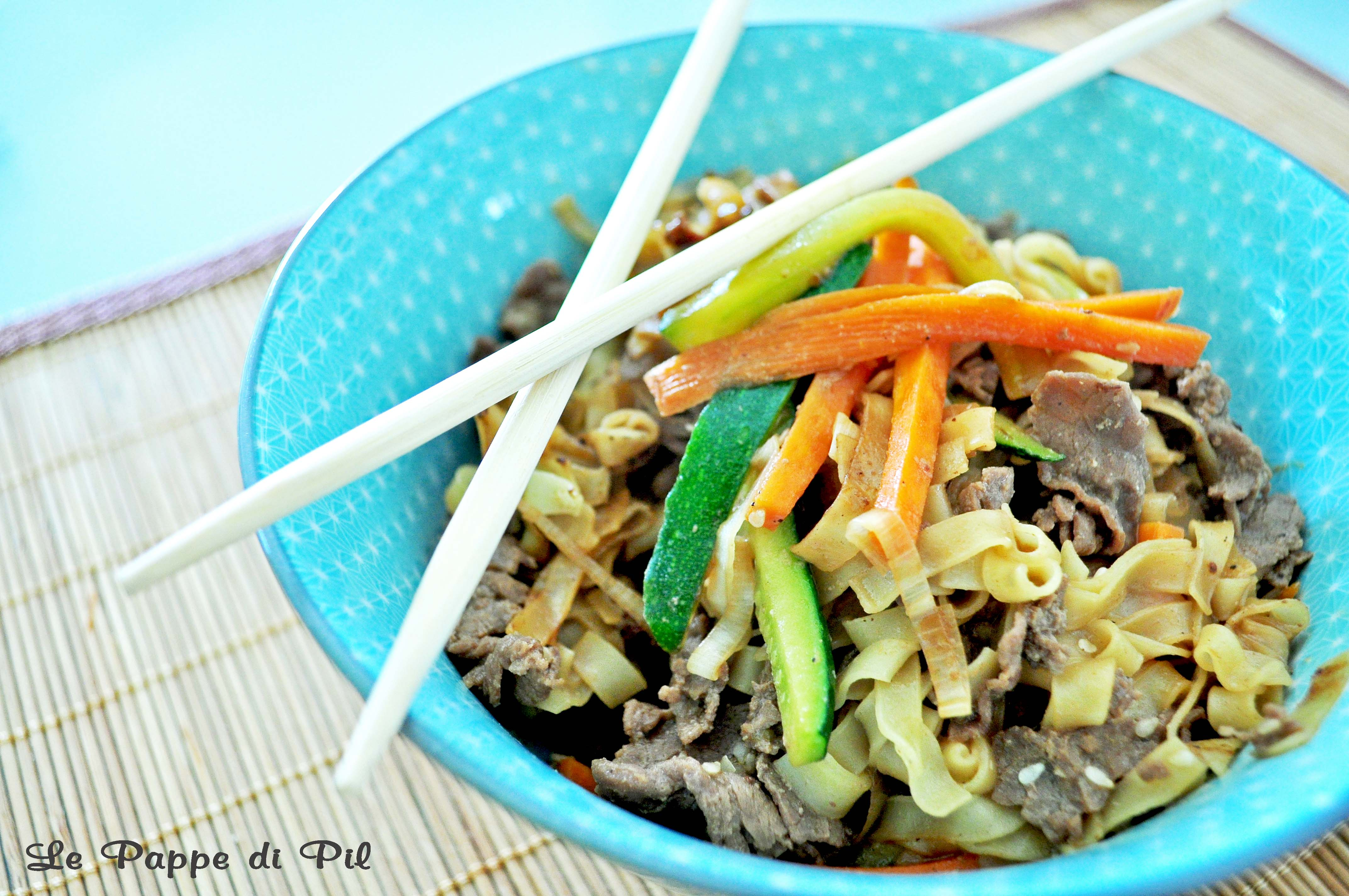 Wok noodles di manzo e verdure le pappe di pil for Cucinare noodles