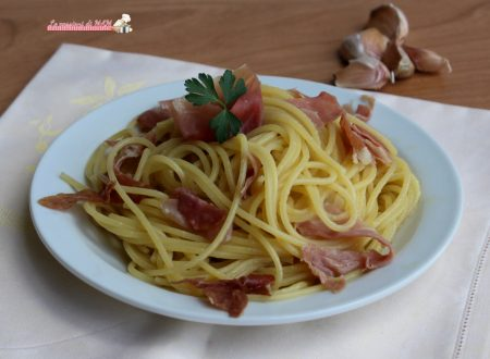 Spaghetti aglio olio e prosciutto crudo