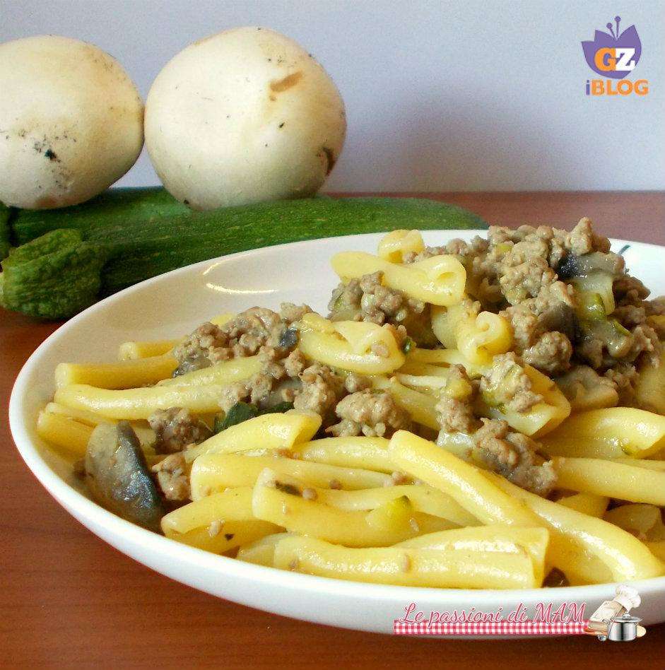 ragù bianco con zucchina e funghi