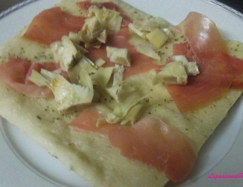 Pizza prosciutto crudo e carciofini