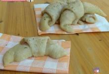 Cornetti di pizza con prosciutto cotto
