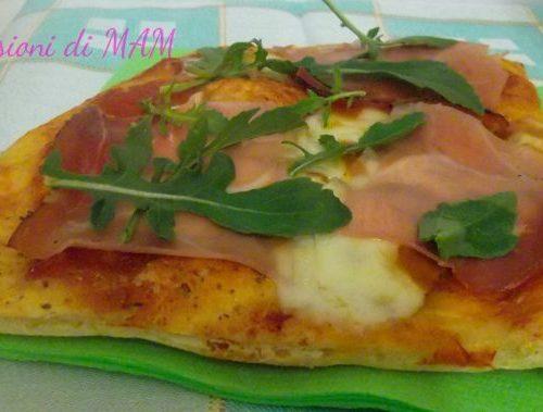 Pizza in teglia scamorza e speck