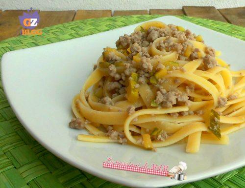 Pasta con ragù bianco e zucchina