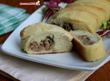 Treccia di pane con salsiccia e rucola