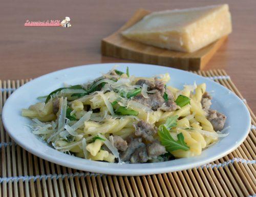Pasta salsiccia rucola e grana