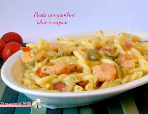 Pasta con gamberi olive e capperi