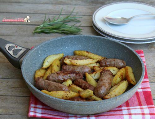 Salsiccia e patate in padella