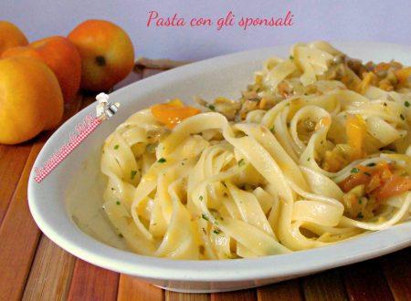 Pasta con gli sponsali e pomodori gialli