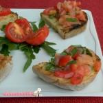 bruschette salmone pomodori e rucola