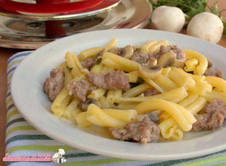 Pasta salsiccia e funghi con Magic Cooker