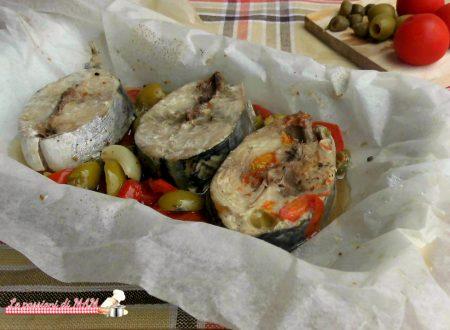 Tonno al cartoccio con olive e capperi