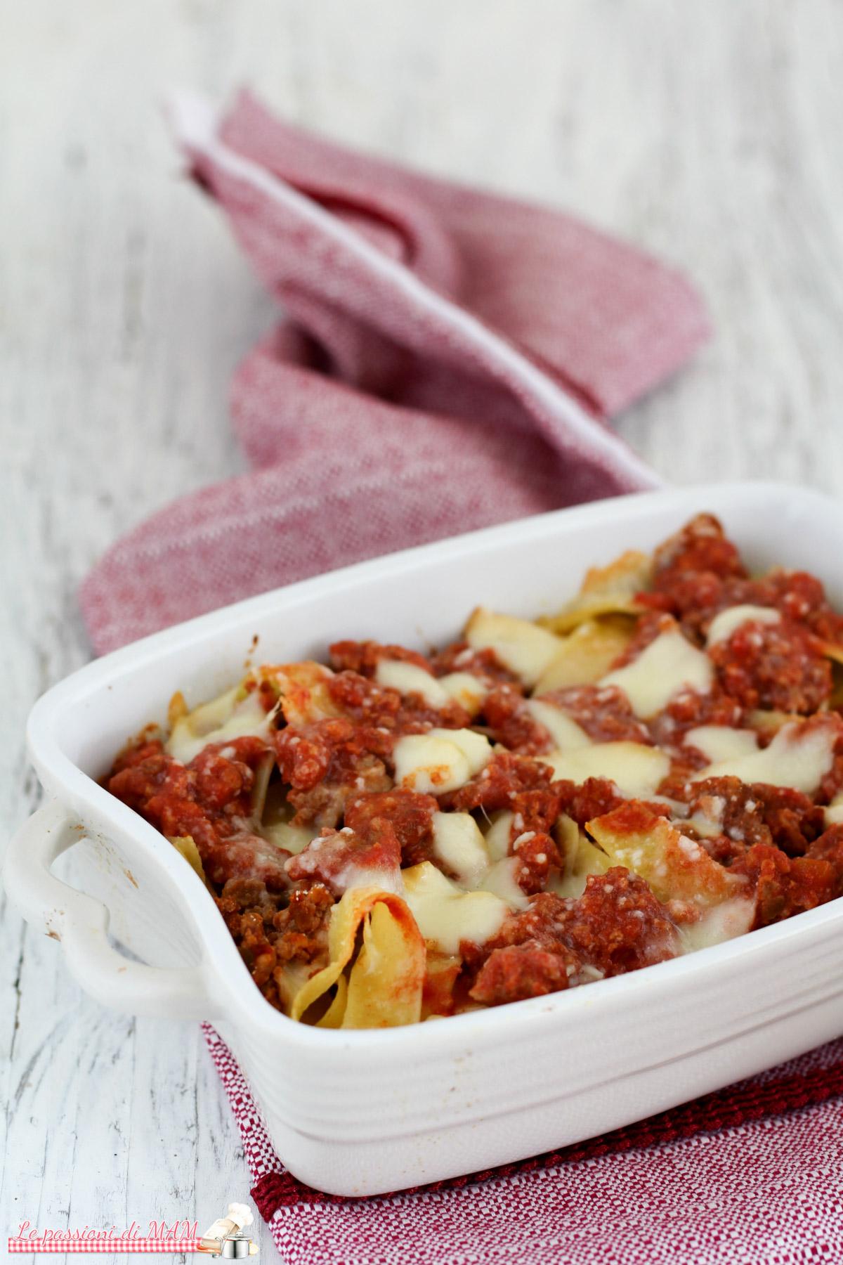 Pappardelle al Forno con Ragù di Carne e Scamorza Affumicata