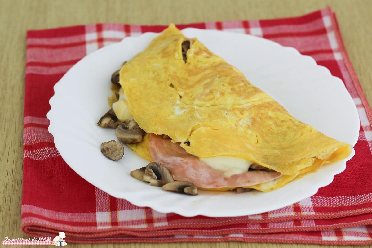 Omelette con Prosciutto Funghi e Scamorza
